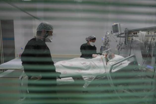 Yoğun bakımda son durum görüntülendi; Artık virüsü değil, belirtileri bile ciddiye almıyoruz