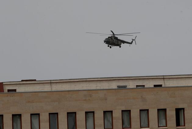 Ermenistan'da kriz! Bakanlık çalışanları helikopterle tahliye edildi
