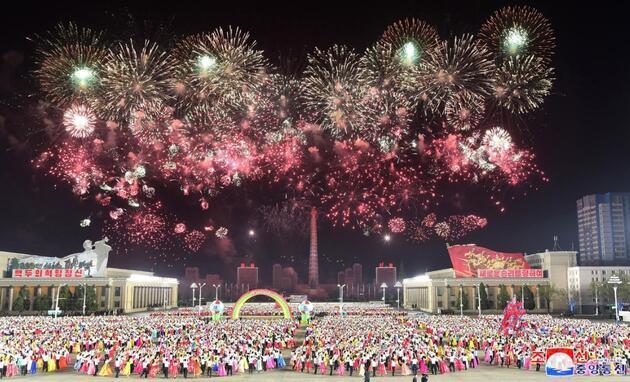 Tek bir COVID-19 vakasının görülmediği iddia edilen Kuzey Kore'de 'Güneşin Günü' kutlamaları