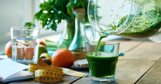 Detoks etkisi yaratıyor! Maydanoz suyunun faydalarısaymakla bitmiyor
