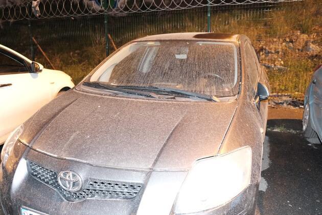 İstanbul'a çamur yağdı, sürücüler soluğu oto yıkamacılarda aldı
