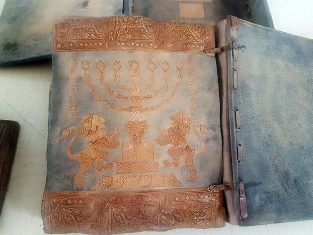 Şanlıurfa'da tarihi eser niteliği taşıyan kitap ve eserler ele geçirildi