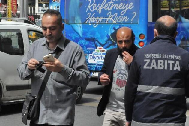Kırmızıya dönen Diyarbakır'da zabıtayı gören maskeyi taktı
