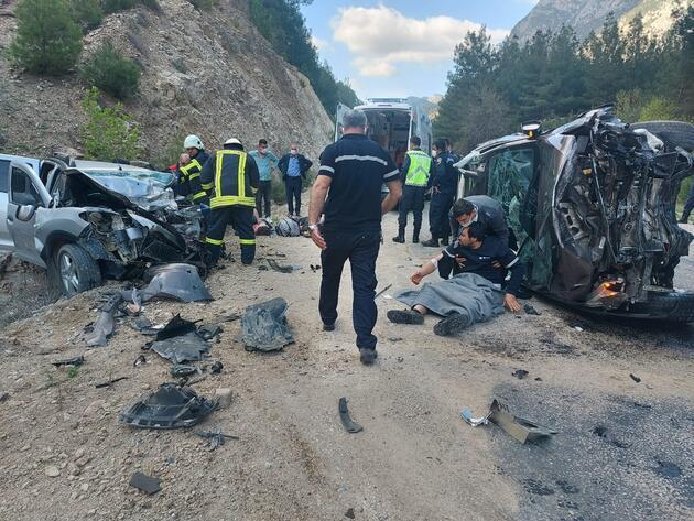 Adana'da feci kaza: Bir aile yok oldu