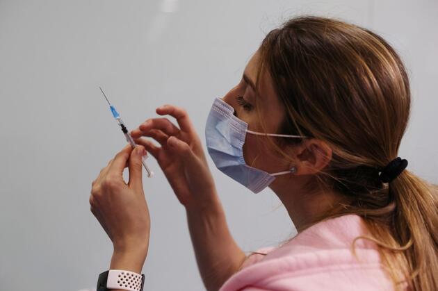 Tek doz yeterli mi? Pfizer/BioNTech'in aşısında uzmanların '1 doz' tartışması