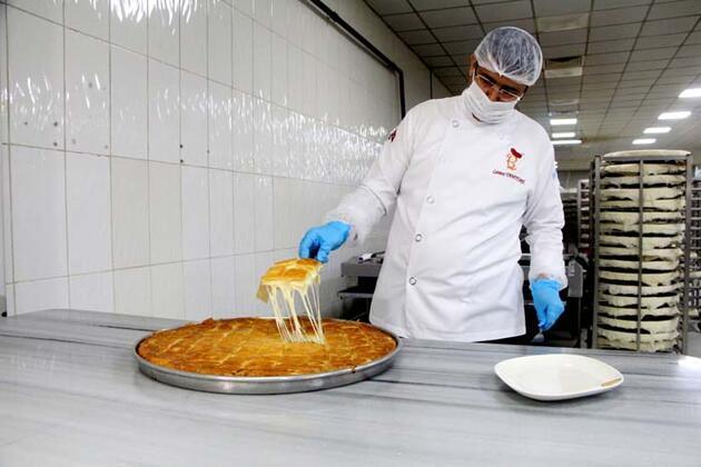 Seyyar olarak börek satmaya başladı, 183 şube açtı! Adana böreğini tüm dünyaya tanıtacak