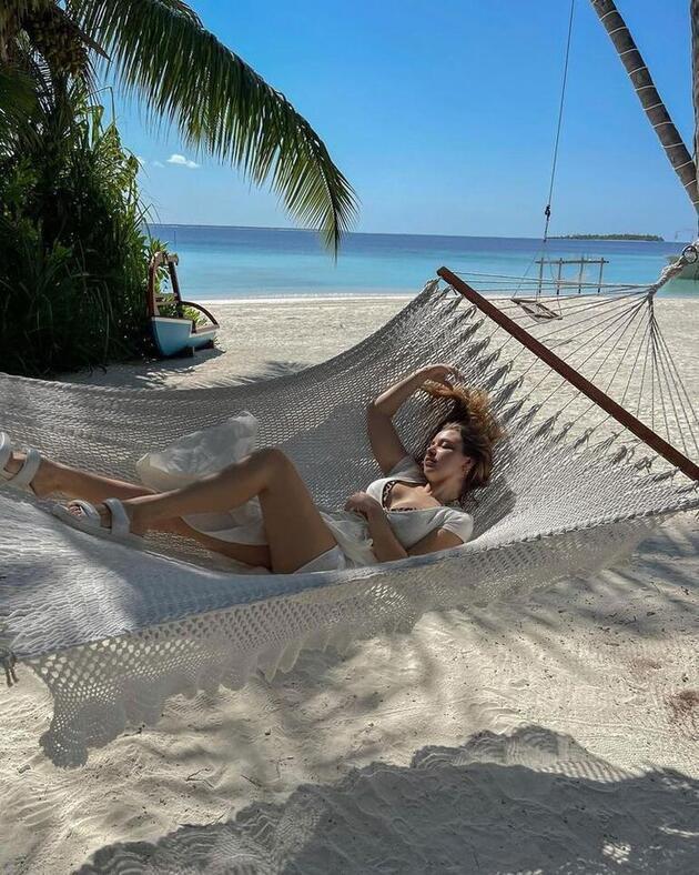 Hande Erçel ve Kerem Bürsin'in Maldivler tatili kafaları karıştırdı! 'Böyle kaçamak mı olur!'