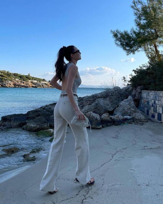 Yasemin Özilhan'ın tatil şıklığı