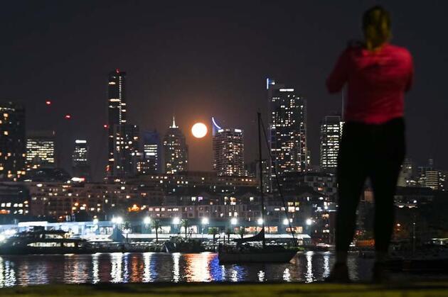 "Sidney'de ""Süper Pembe Ay"" manzarası büyüledi"