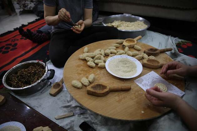 """Hatay'da ramazan kurabiyesi kömbenin yapımı """"tatlı"""" telaşla başladı"""