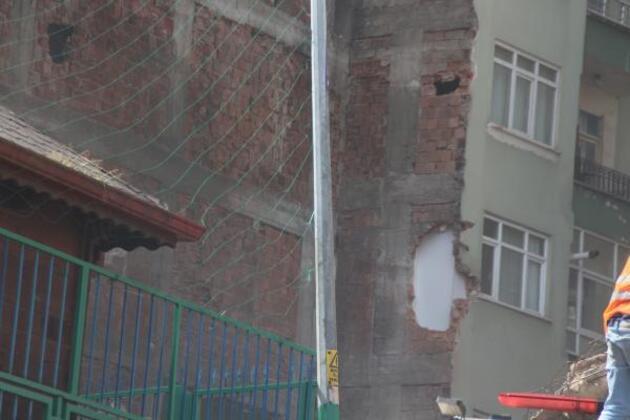 Yıkım sırasında bitişikteki evin duvarı delindi, yatak odası molozla doldu