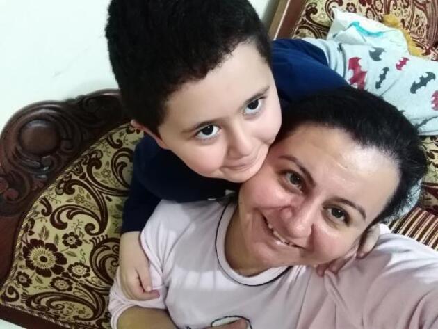 Sağlık çalışanı anne 1 yıldır oğluna sarılamıyor