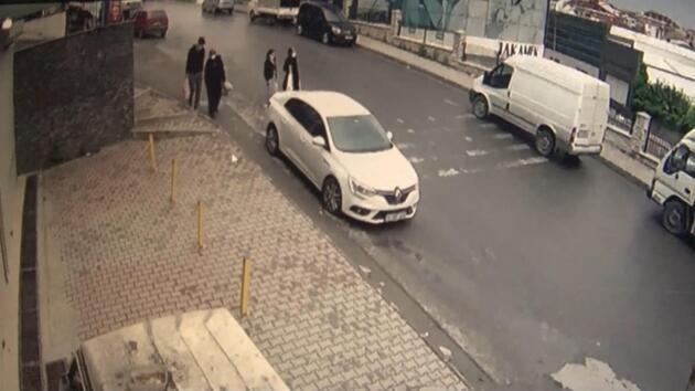 Otomobil yokuş aşağı kaydı, insanlar saniyelerle kurtuldu: O anlar kamerada