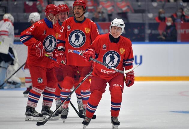 Rusya Devlet Başkanı Putin, buz hokeyi maçında sahaya çıktı