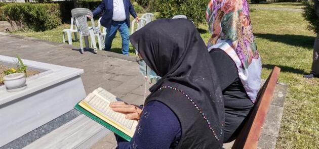 Arife gününde şehitliklerde hüzünlü ziyaret