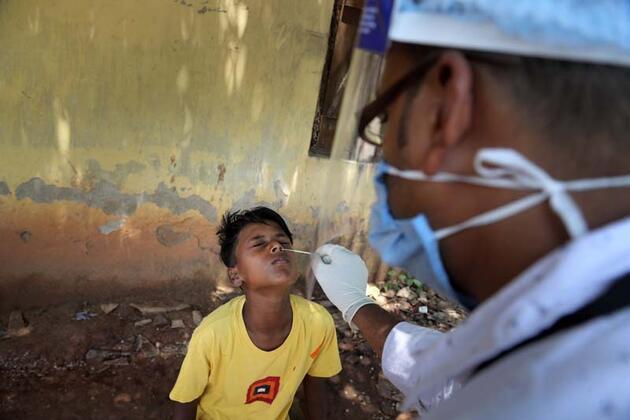 Hindistan'da son 24 saatte Kovid-19'dan 3 bin 890 kişi hayatını kaybetti