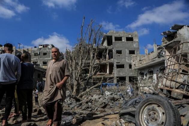 Gazze'de bombalanan evler enkaz yığınına döndü