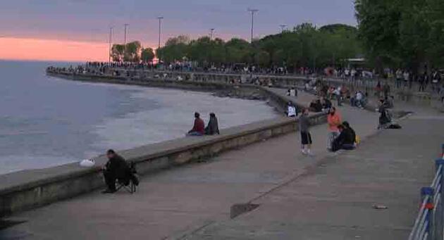 17 günlük kapanmanın ardından Caddebostan Sahili'nde yoğunluk oluştu