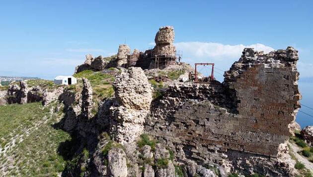 Van Gölü'nün eşsiz manzarasına sahip Urartu Kalesi restore ediliyor