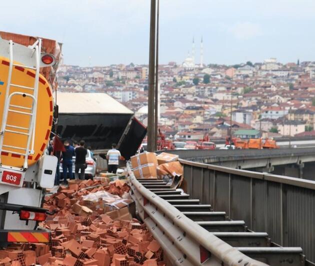 TEM Otoyolu'nda zincirleme kaza: 21 kişi yaralandı
