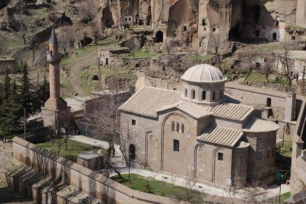 Açık hava müzesini andıran Manastır Vadisi ziyaretçilerini tarihte yolculuğa çıkarıyor