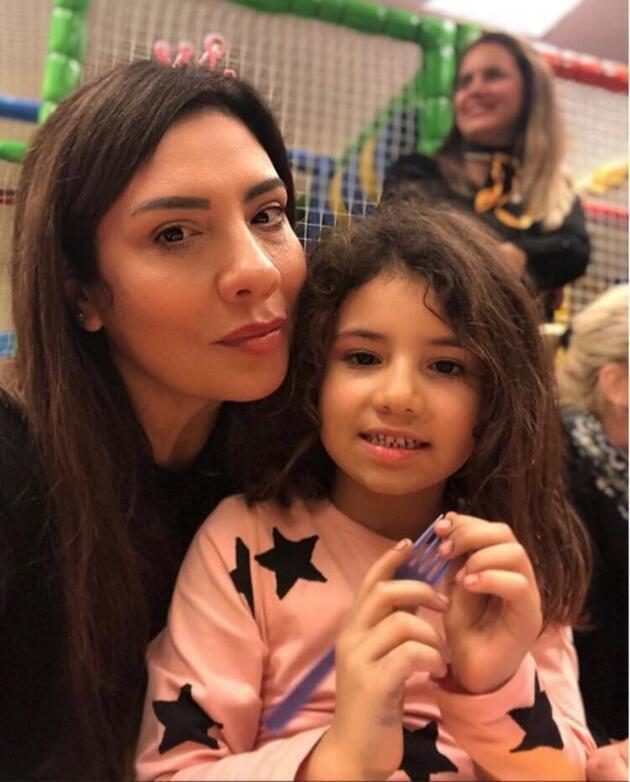 Işın Karaca, sevgilisi Can Yapıcıoğlu'nu öpücük yağmuruna tuttu