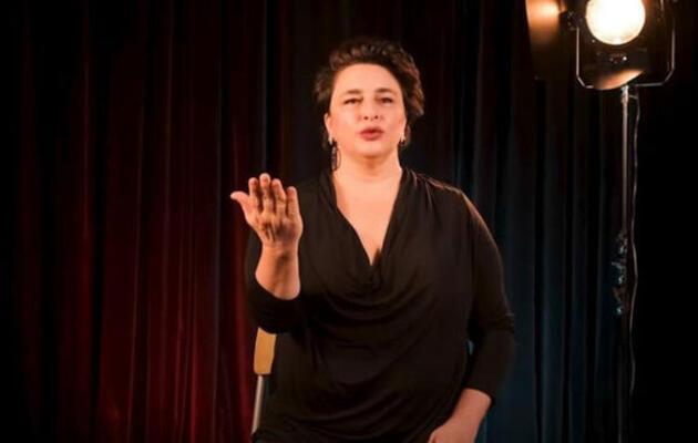 Esra Dermancıoğlu mini eteğiyle dans etti