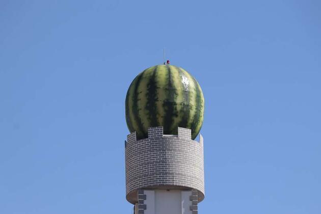 Diyarbakır'da gündem olan karpuz maketleri yeni yerinde