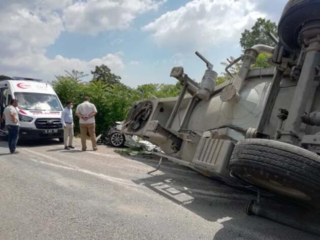 Balıkesir'de feci kaza! 3 kişi öldü, 3 kişi yaralandı