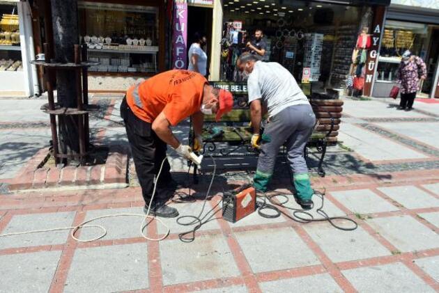 Vaka sayısı düşen Edirne'de caddelere banklar yeniden konuldu