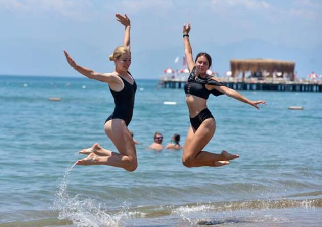 Rus, turistler sahile indi