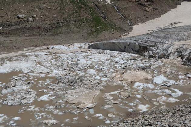 Erimenin başladığı 20 bin yıllık buzulları gezdiler! 'Endişe verici'