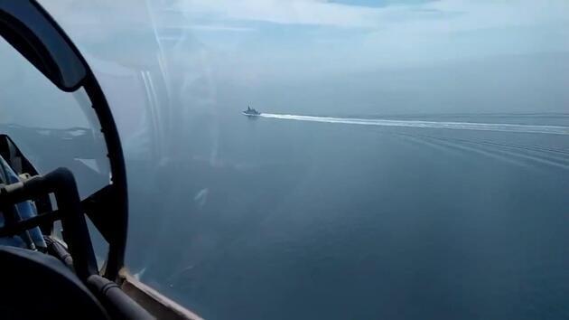 Rusya, gerilim sonrası HMS Defender'a ait görüntüleri yayınladı! İngiltere'den jet yanıt