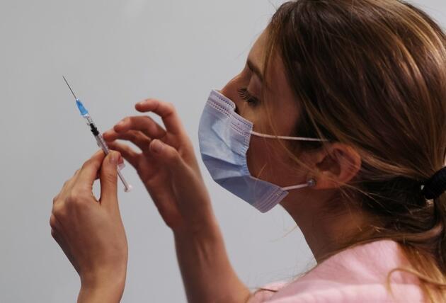 Aşıda en can alıcı soru: Gençlerde kalp iltihabı riski olur mu?  İşte tüm merak edilenler ve yanıtları