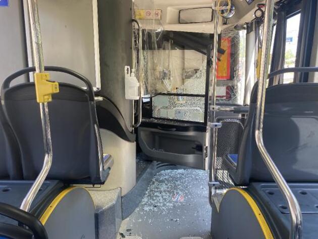 Pendik'te İETT otobüsü 2 TIR'ın arasında kaldı: 3'ü çocuk 4 kişi yaralandı