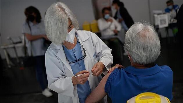Uzman isimden dikkat çeken aşı açıklaması: Avrupa'da ne oluyorsa 1 ay sonra bizde de oluyor