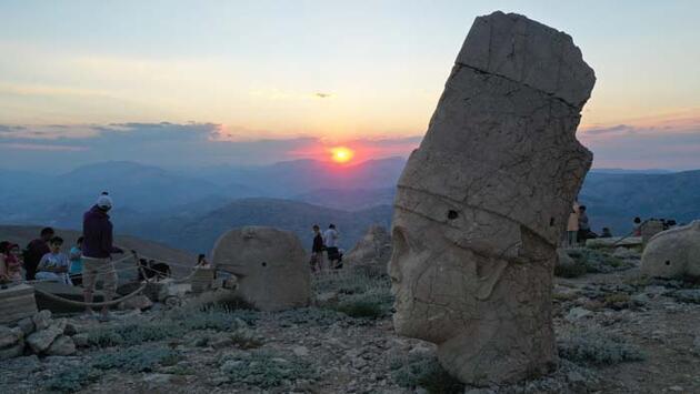 Güneşin doğuşu ve batışının dünyada en güzel izlendiği yer! Ziyaretçi akınına uğruyor