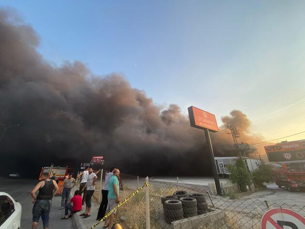 Fabrikada yangın: Dumanlar gökyüzünü kapladı!