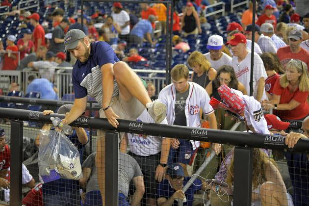 ABD'de stadyumda panik dolu anlar: Maç sırasında silah sesleri