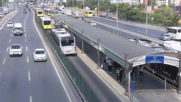 Metrobüs yolunda şaşırtan görüntü: Aşırı sıcaktan asfalt eridi