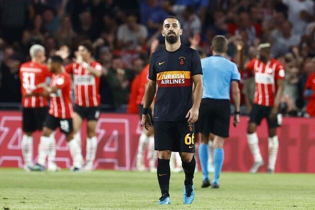 Son dakika... PSV-Galatasaray maçına Muslera'nın hataları damga vurdu!