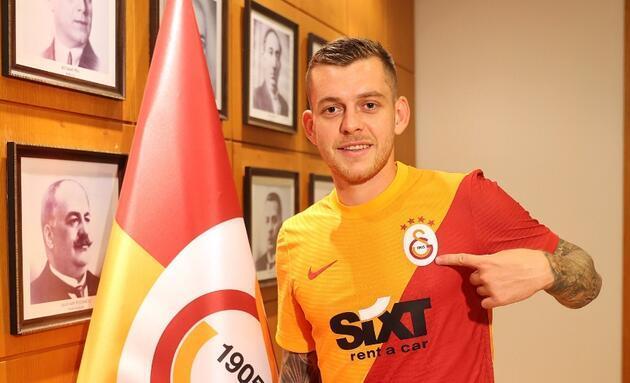 Galatasaray'da gelenler ve gidenler / 2021-2022 sezonu