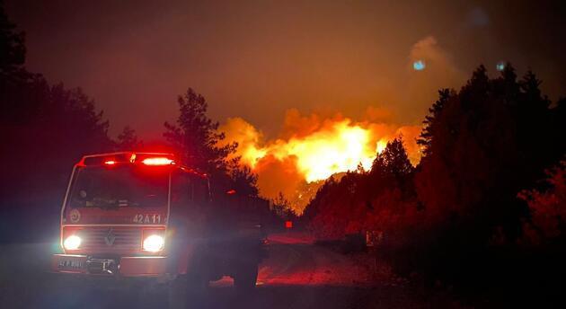Son dakika... Antalya'daki yangınlara müdahale sürüyor! Bakan Pakdemirli: 1 kişi hayatını kaybetti