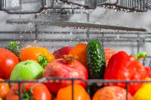 Sakın böyle yıkamayın, hastalık yapıyor! Meyve ve sebze temizliğinde en sık yapılan hata