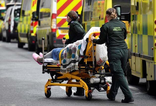 """İngiltere'de ibre tersine döndü: """"Pandemilerde hiç duyulmamış bir şey"""""""