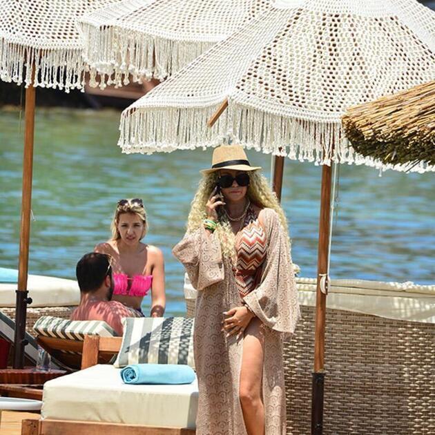 Yeliz Yeşilmen kızıyla tatil keyfi yaptı