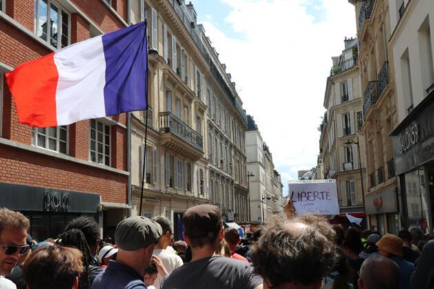 Yüz binlerce kişi sokaklara döküldü! 'Sağlık diktatörlüğü'