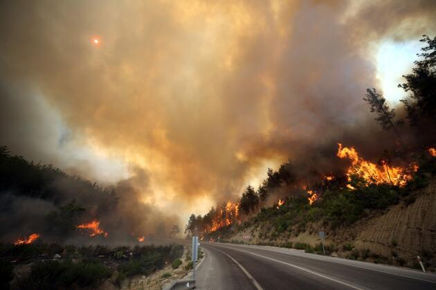 Yangınlarla mücadele sürüyor: Çökertme'yi Deli Memet rüzgarı yaktı