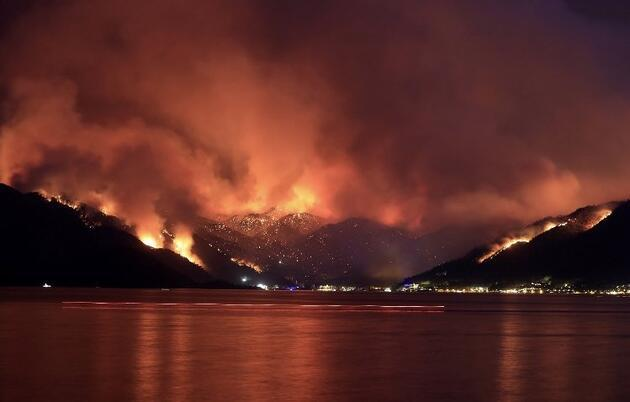 Ünlü isimler yangın bölgelerine yardım çağrısında bulundu