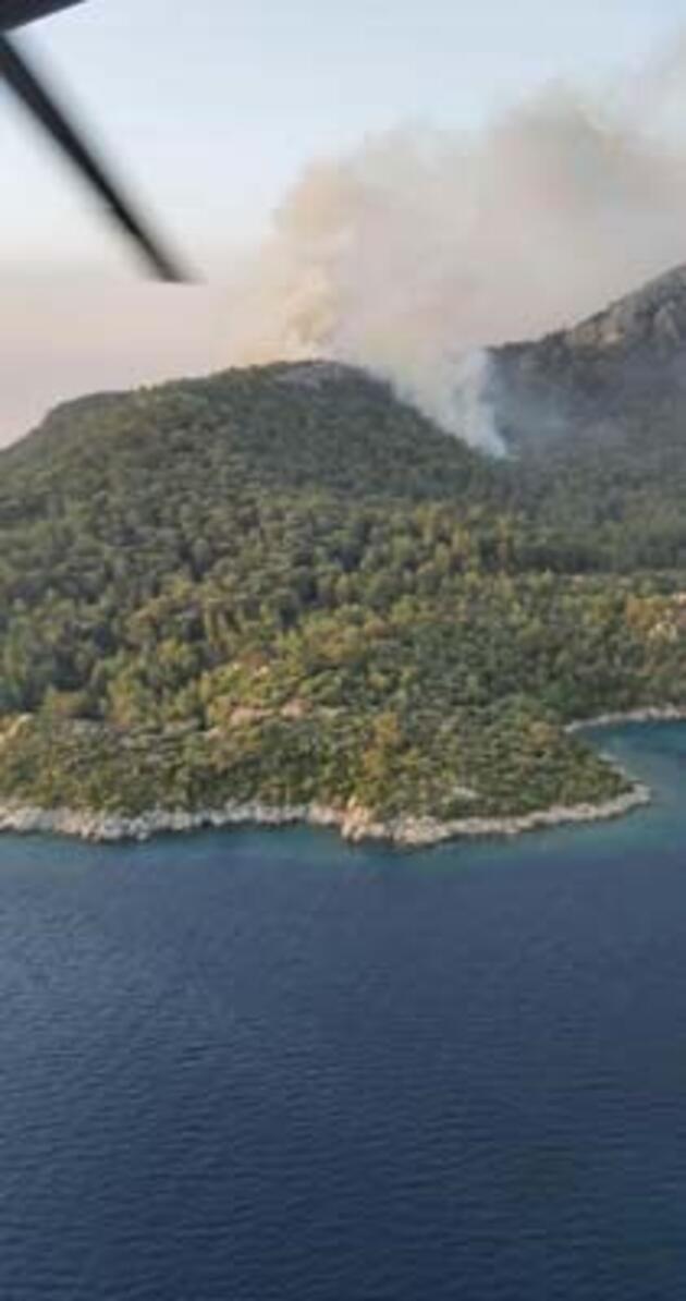 Marmaris'te alevler Delikliyol mevkisine sıçradı, 3 ev ve restoran tahliye edildi